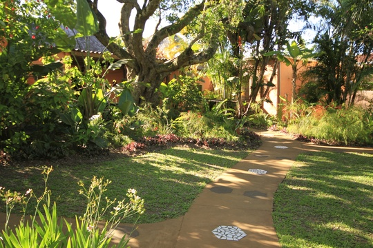 Garden Path to rooms, Lidiko Lodge